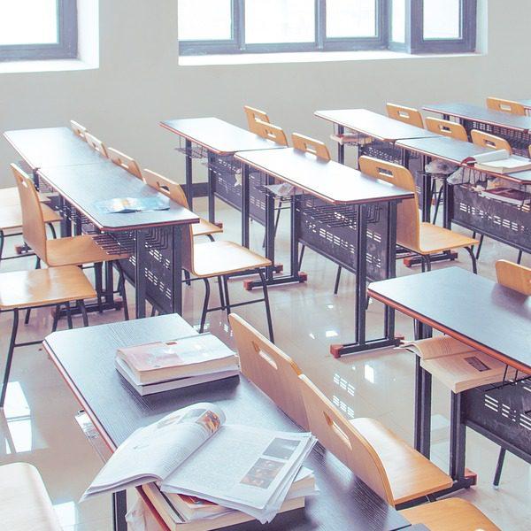 学校で地震が起きたときの対策|安否確認システムを活用した危機管理