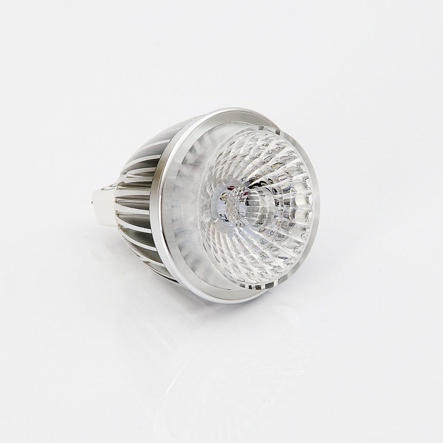 LEDを農業に活かすメリット・デメリットとは?効率的な生産活動を